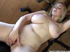 Sapphire played with her funbags and finger fucking in a gym