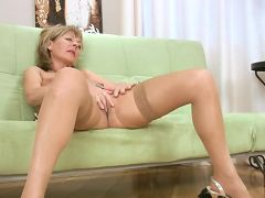 Busty blonde cougar Elaine finger bangs her shaved pussy