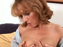Mature anilos koko shoves a huge glass dildo in her pink twat