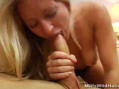 Sultry MILF enjoying a deep pussy nailing