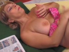 Blonde milf take it hard in her cunt