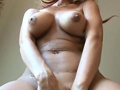 Kayla synz rubs one off with more lotion than she needs