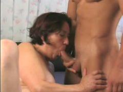 Horny grandma enjoying a deep cunt drilling